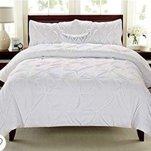 Swift Home Pintuck Queen/Full comforter set